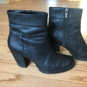 Clarks Black Leather Heel Ankle Booties Size 7